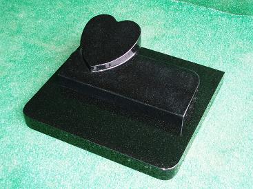 白御影石で作ったペットのための墓石