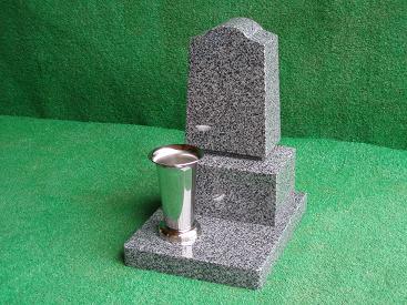 最高級山崎石で作ったペットのための墓石