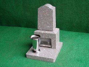 本格黒御影石で作ったペットのための墓石
